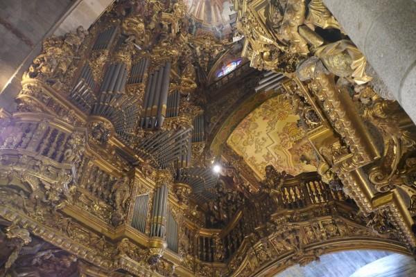 Orgelprospekt in der Kathedrale des Erzbischofs