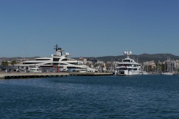 Abstellplatz der Luxusyachten in Vilanova